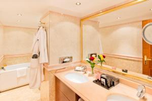 Ein Badezimmer in der Unterkunft Swiss Diamond Hotel & Spa