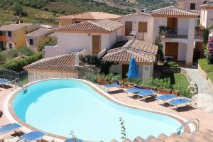 Uitzicht op het zwembad bij Residence Bouganvillage of in de buurt