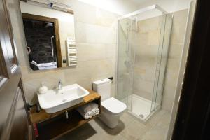 A bathroom at Txantxorena