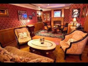 The lounge or bar area at Arabian Courtyard Hotel & Spa