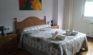 A bed or beds in a room at Pensión Residencia Barcelona