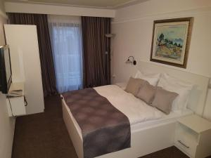 A bed or beds in a room at Hotel Argentum