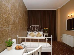 Кровать или кровати в номере Гостевые комнаты Апельсин на Парке Победы