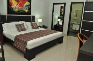 A bed or beds in a room at Hotel Or Cartagena