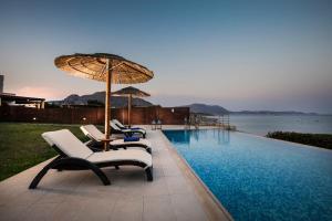 Πισίνα στο ή κοντά στο Kiotari Beach Villas - Luxury Retreat