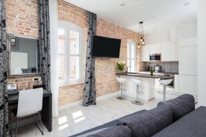 A kitchen or kitchenette at Sleep Split