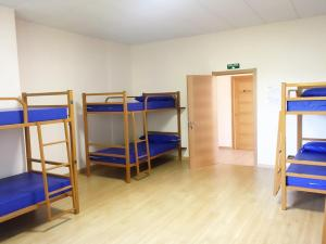 A bunk bed or bunk beds in a room at Albergue Montoto