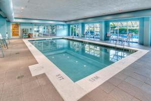 The swimming pool at or close to Fairfield Inn & Suites by Marriott Destin