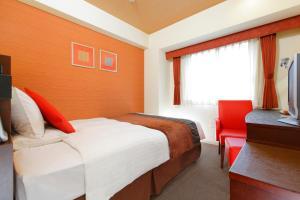 A bed or beds in a room at HOTEL MYSTAYS Fukuoka Tenjin Minami