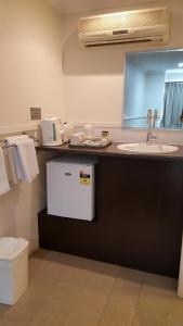A kitchen or kitchenette at The Commercial Hotel Motel