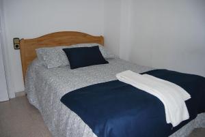 Cama o camas de una habitación en Hostal La Masia