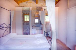 A bed or beds in a room at LUXURY VILLA in Valdonica Vineyard