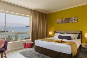 מיטה או מיטות בחדר ב-לאונרדו פלאזה אילת