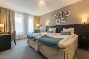 A bed or beds in a room at Best Western Plus Hotel Plaza