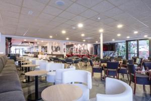 Een restaurant of ander eetgelegenheid bij Hotel California Garden