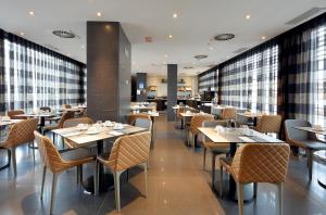Un restaurante o sitio para comer en Eurostars Plaza Mayor