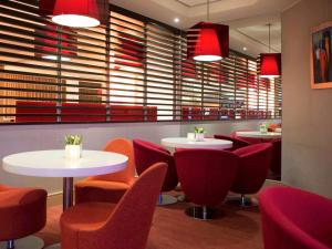The lounge or bar area at Novotel Rotterdam Brainpark