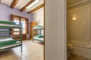 A bunk bed or bunk beds in a room at Alberg La Solana