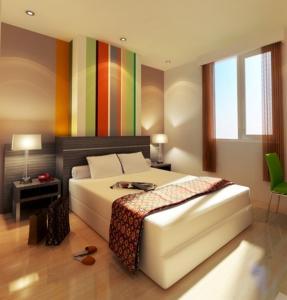 Tempat tidur dalam kamar di Pose In Hotel Solo