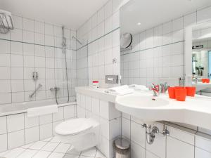 Ein Badezimmer in der Unterkunft DORMERO Hotel Dresden Airport