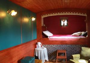 A bed or beds in a room at Gipsy Caravan