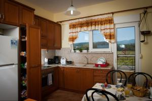 A kitchen or kitchenette at Beach Villa Kalavarda