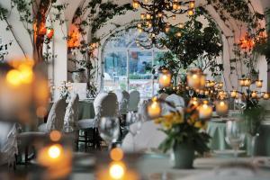 Een restaurant of ander eetgelegenheid bij Le Sirenuse
