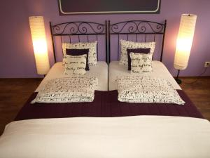 A bed or beds in a room at Quiet-Apartments Centrum II