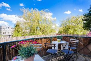 A balcony or terrace at Luxe kingsize appartement in Volendam