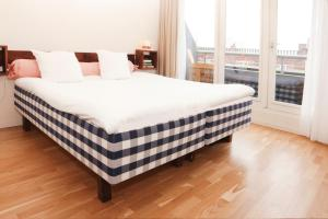 A bed or beds in a room at Townhouse Designhotel Maastricht