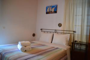 A bed or beds in a room at Pension Efie