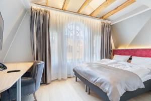A bed or beds in a room at Bergen Harbour Hotel