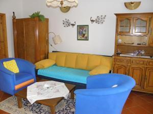 A seating area at Malomkert Kehida Apartmanház