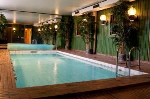 The swimming pool at or near Hotell Kung Gösta