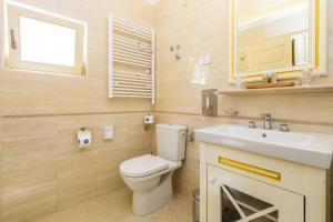 A bathroom at Villas Arbia - Margita