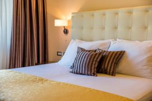 A bed or beds in a room at Villas Arbia - Margita Deluxe