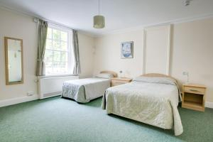 A bed or beds in a room at Woodbrooke