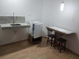 A kitchen or kitchenette at Hotel Reobot Center