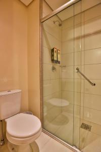 A bathroom at Go Inn Campinas