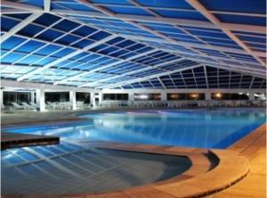 A piscina localizada em Resort Monte das Oliveiras ou nos arredores