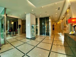 A área de receção ou átrio de TURIM Iberia Hotel
