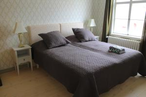 A bed or beds in a room at Vestlax Mellangård