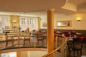 Ein Restaurant oder anderes Speiselokal in der Unterkunft H+ Hotel Stade Herzog Widukind