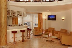 Lounge oder Bar in der Unterkunft H+ Hotel Stade Herzog Widukind