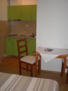 A kitchen or kitchenette at Villa Magnolija