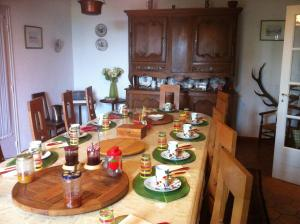 A restaurant or other place to eat at Ferme du Montheu