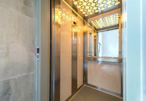 A bathroom at Vila Cotroceni Boutique Apartments