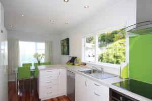 A kitchen or kitchenette at Durie Vale Retreat