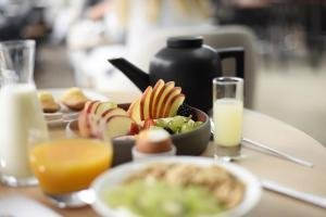 Breakfast options available to guests at Five Seas Hotel