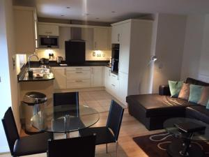 A kitchen or kitchenette at Cliddesden Place
